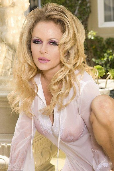 Gorgeous blonde milf Dyanna Lauren shows off her big melons and shaved snatch