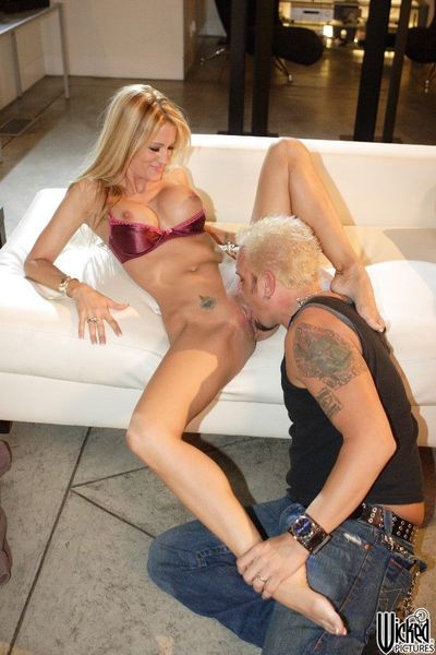 The frisky blonde milf Jessica Drake gets her nub tongue fucked and swallows the sperm