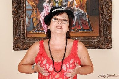 Fatty granny in glasses showcasing her flabby tits and pussy