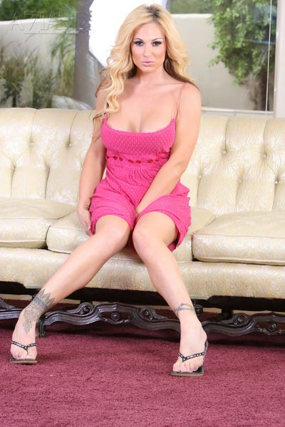 Big breasted blonde milf Tyler Faith in pink dress shows her experienced pussy