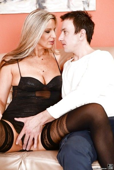 Stocking clad granny with big tits having bald cunt licked before giving BJ