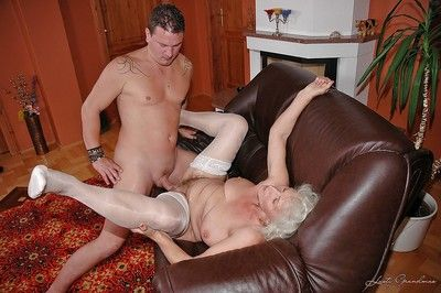 Slutty granny in white stockings gives a blowjob and gets fucked hardcore
