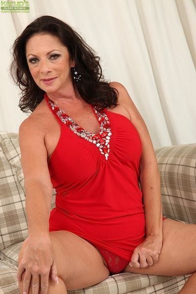 Masturbating scene features a big tits mature babe Margo Sullivan