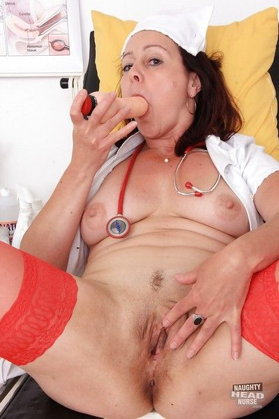 Aged nurse Simi toying her granny pussy on examination table