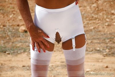 Granny panty, garter and nylon clad mature pornstar Lady Sarah parts twat