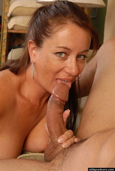 Hot mature Silvia swallows this pretty big cock in close-up!
