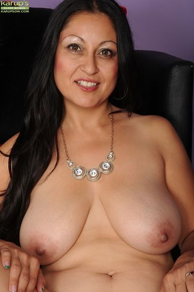 Big tits Latina babe Valerie Worthington teases her mature big tits