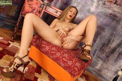 High heel adorned mature lady Hanna removing jeans for masturbation session