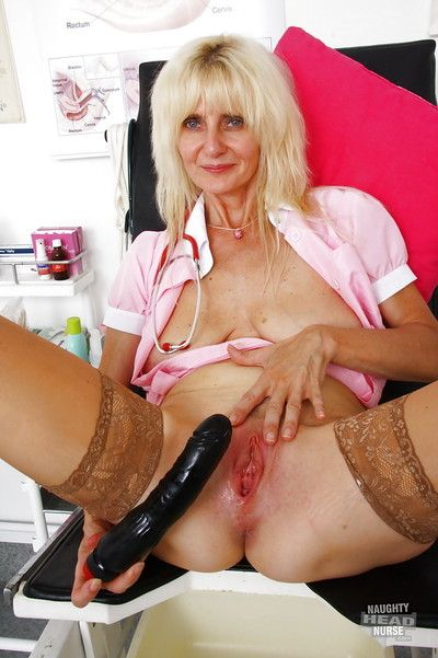 Naughty granny Mia Hot spreading her horny pink pussy for toying session
