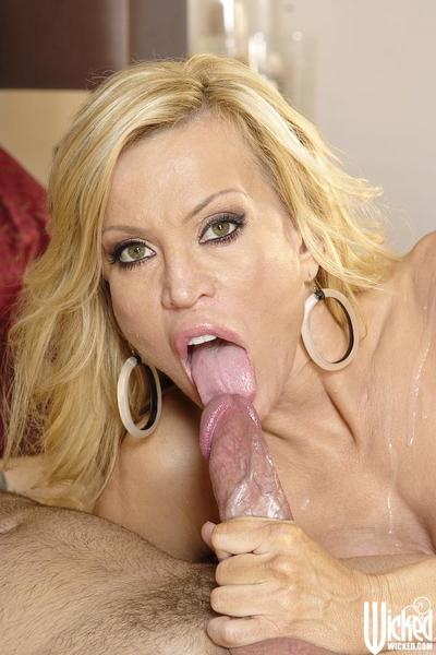 Guy moans from unreal pleasure getting licked by bosomy milf Amber Lynn