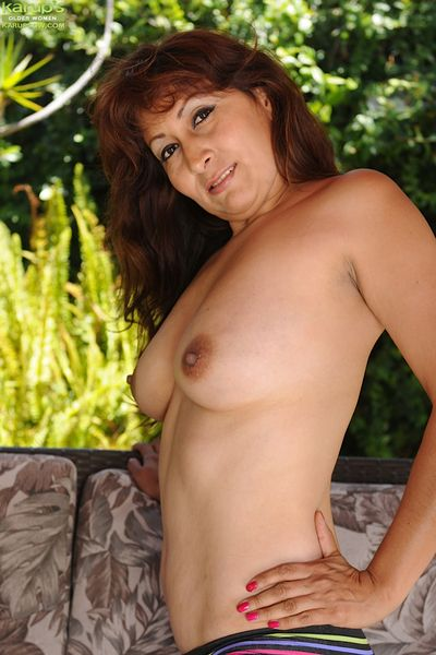 Outdoor masturbating action with a brunette mature babe Estella Eves