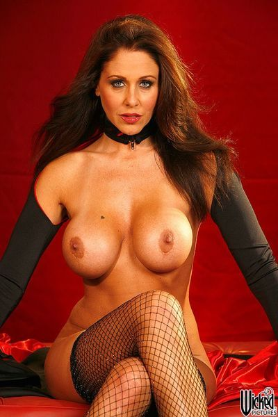 Bosomy milf Julia Ann feels herself hot and sexy in erotic fishnet pantyhose