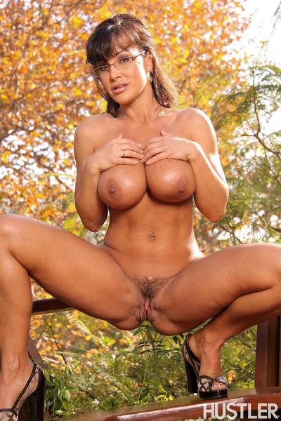 Big meloned glassed mature beauty Lisa Ann gets completely nude and spreads her legs outside