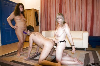 Amateur grannies Gusti Tschopp and Gerti Berg pegging man in threesome