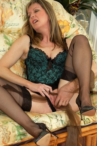 Sexy mature fetish girl Satin Jayde masturbating solo with pantyhose in pussy