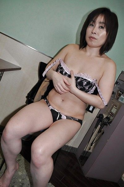 Asian granny Yumi Ohno undressing and vibing her hairy cunt