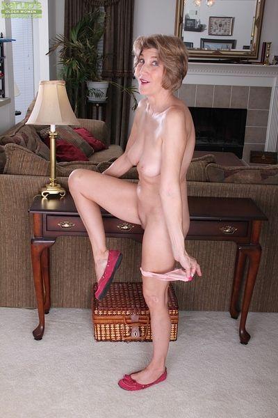 เหมือน ผู้ใหญ่ ผู้หญิง bossy ไรเดอร์ แกล้งทำ ใน เธอ เซ็กซี่ ยาย กางเกงใน