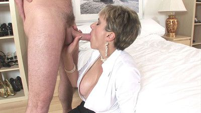 Blonde milf lady sonia uses her fetish skills