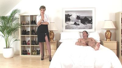 Blonde milf lady sonia uses her fetish skills