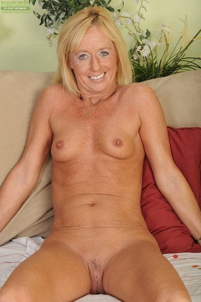 Blonde wife Casey Ivy strips off her tight jeans.