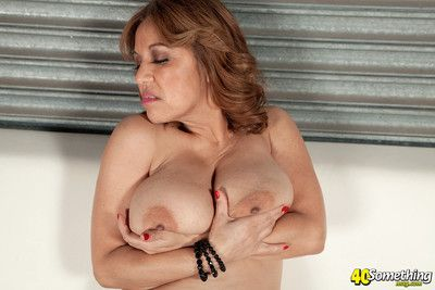 Mature lady squizing her big titties
