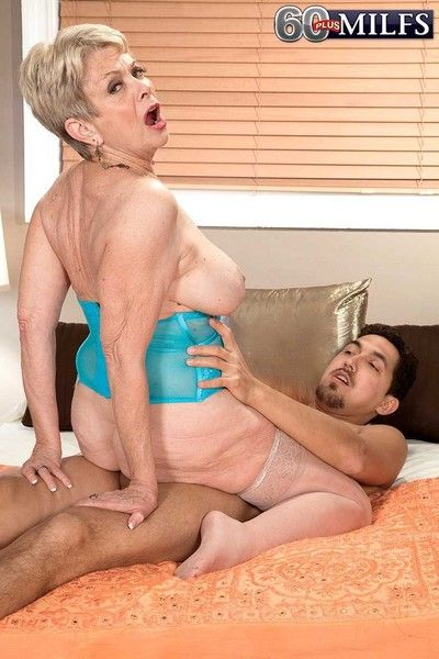 Dirty granny lin fucking her old wrinkled pussy