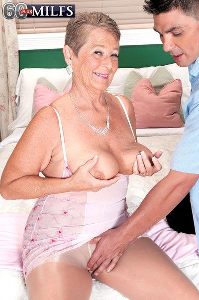 Dirty old granny whore joanne sure does know hot to fuck