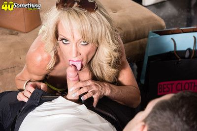 Raquel sultra a 41yearold divorcee fucking for shoping