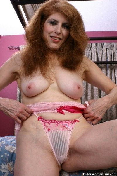 Granny franceyn exposing her lovely old pussy