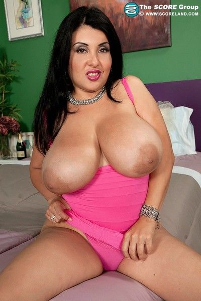 Latina milf jaylene rio playing with her big boobs