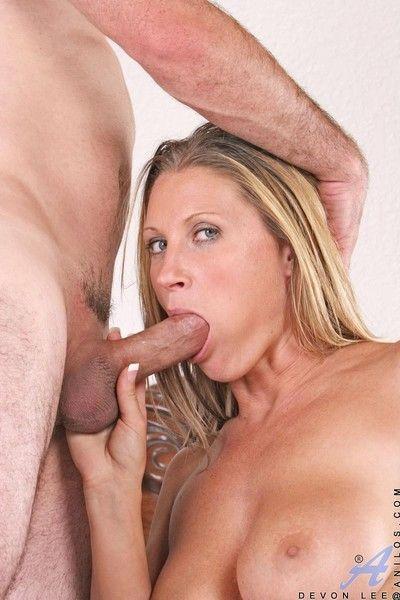 Devon lee rubs off a sweet orgasm