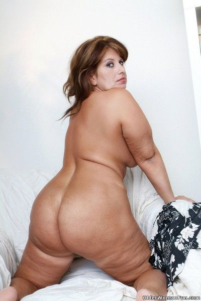 Well rounded gilf with gorgeous tits and big butt