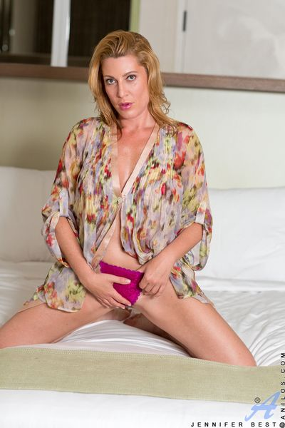 Sweet mom in a pink thong puts her juicy ass on display for you