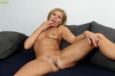 Horny cougar carrie masturbates her older pussy