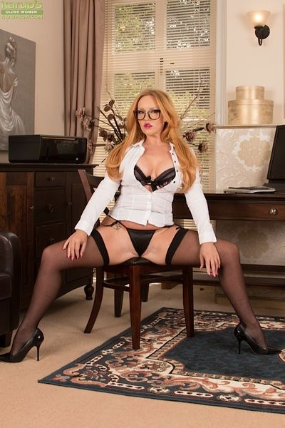 Mature Goldee Monroe is touching her little hot snatch on cam