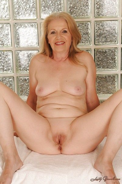 Lecherous granny posing naked and showcasing her shaved pussy