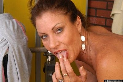 Cock-hungry MILF Vanesa gets her mature pussy filled with young dong