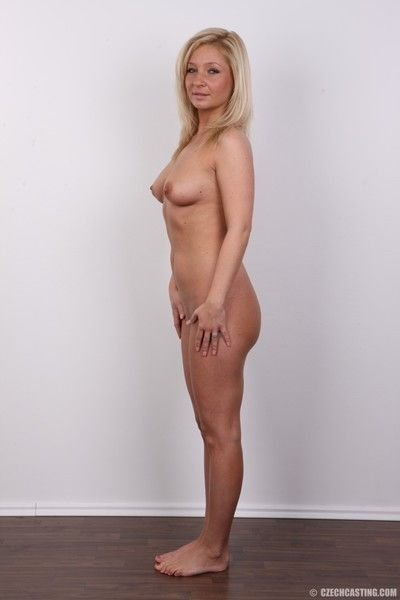 Sexy blonde milf poses nude