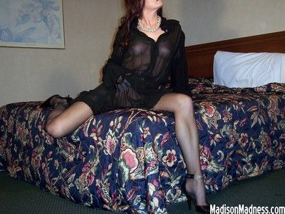 Amateur MILF Gets Her Pussy Pounded In Hotel Room