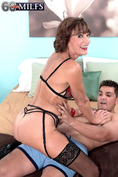 Dirty granny whore sydni lane gets it in the ass