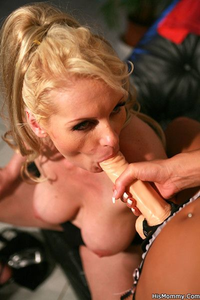 Tanned girlfriend uses a massive strapon to fuck the mother of her sons brains o