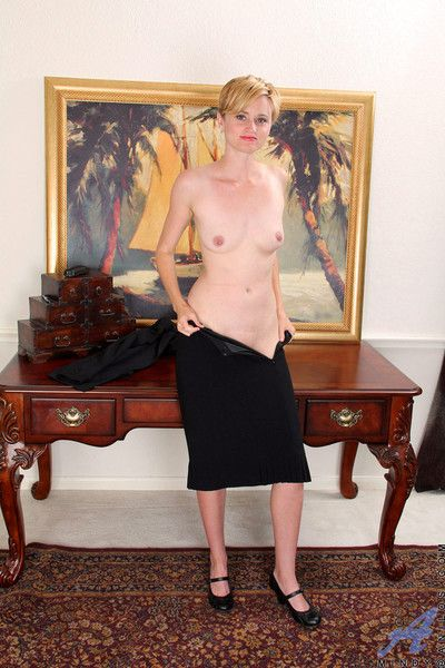Horny anilos mindy fucks her vibrator in the office while the boss is out