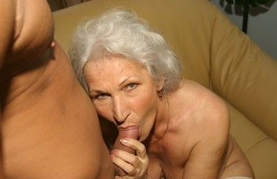 Old slut gets fucked by a younger guy