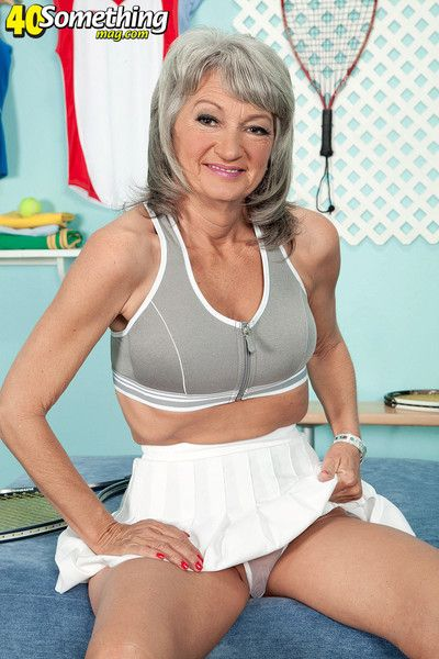 Very old slut showing her body