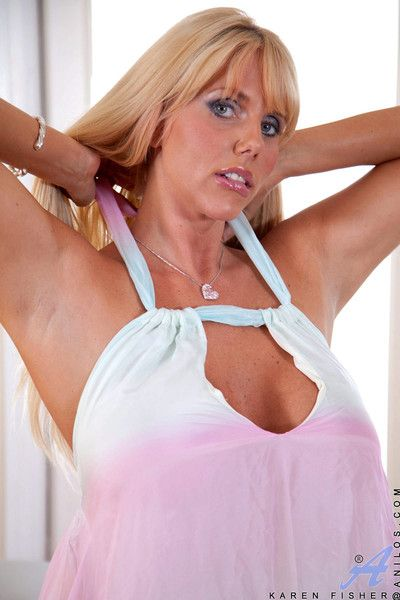 Karen fisher loves her massage session complete with finger pleasure for her pus
