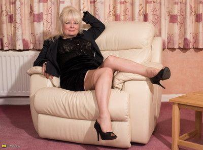 Naughty british mature lady fooling around