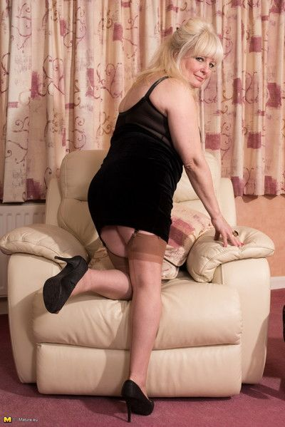 Naughty british mature lady fooling around