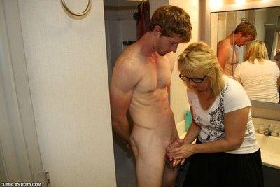 Horny mommy milked