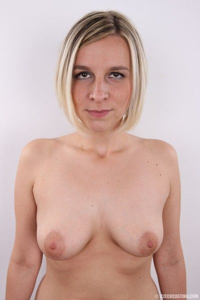 Sexy housewife poses naked in these casting pics