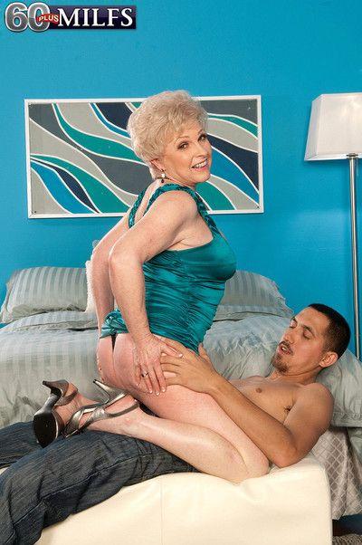 Amazing blond grandma jewel fucking her wet pussy hard